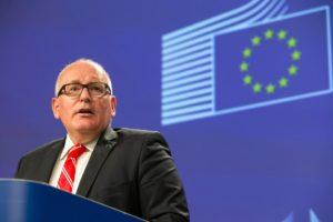 Frans Timmermans: jesteśmy zaniepokojeni stanem państwa prawa