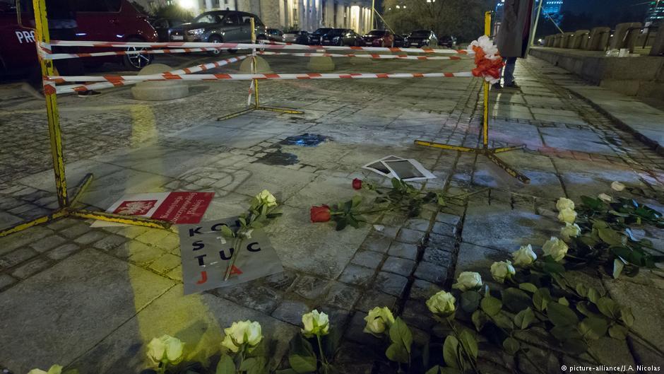 Miejsce przed Pałacem Kultury i Nauki, gdzie w którym 19 października 2017 podpalił się Piotr S.  Fot. Źródło: dw.de