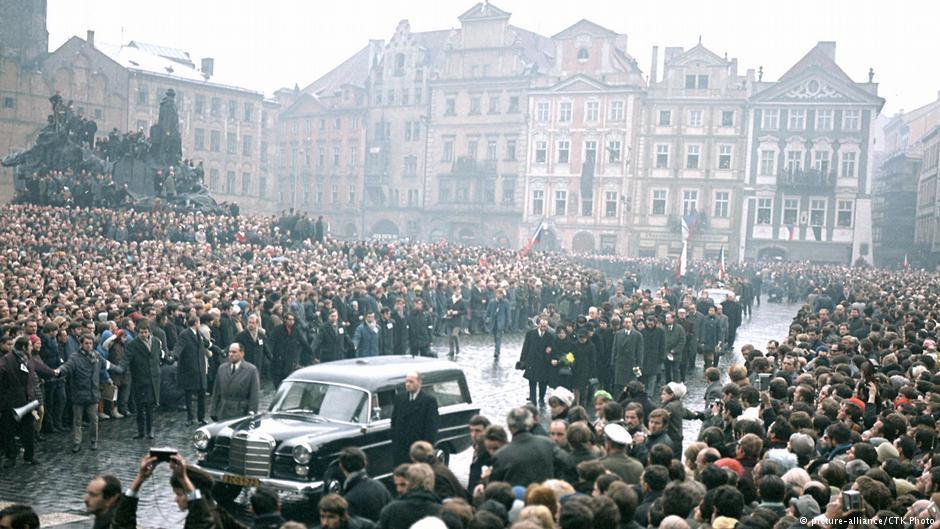 Pogrzeb Jana Palacha w Pradze (1969). Fot. Źródło: dw.de