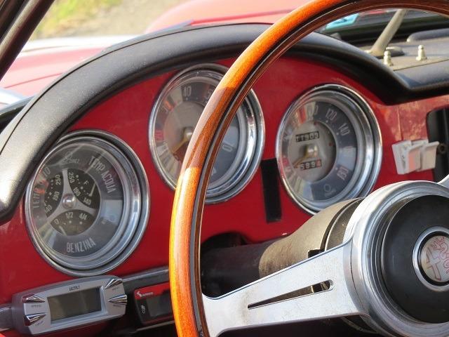 Czy kolor podświetlenia samochodowych zegarów może mieć wpływ na bezpieczeństwo jazdy?