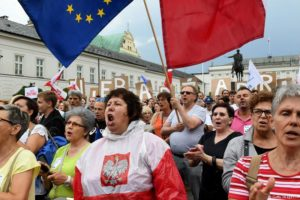 Protesty w Warszawie przeciwko reformie sądownictwa. Fot. Źrodło: dw.de