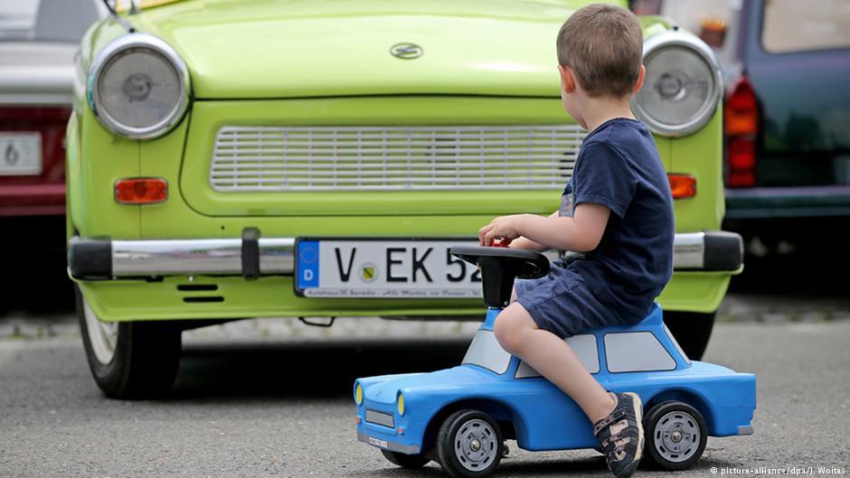 Pierwszy enerdowski Trabant zjechał w 1957 r. z taśmy zakładów w Zwickau. Fot. Źródło: dw.de