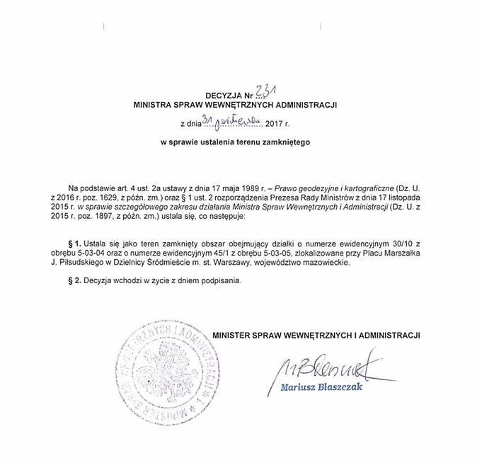 Adam Mazguła: Minister administrowania bezprawiem właśnie ukradł i wydzielił teren tylko dla PiS-u. Plac Piłsudskiego ogłoszono terenem zamkniętym. Fot. Źródło: Facebook / Adam Mazguła