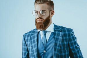 Zapuszczać, przycinać i golić, czyli co robić z zarostem