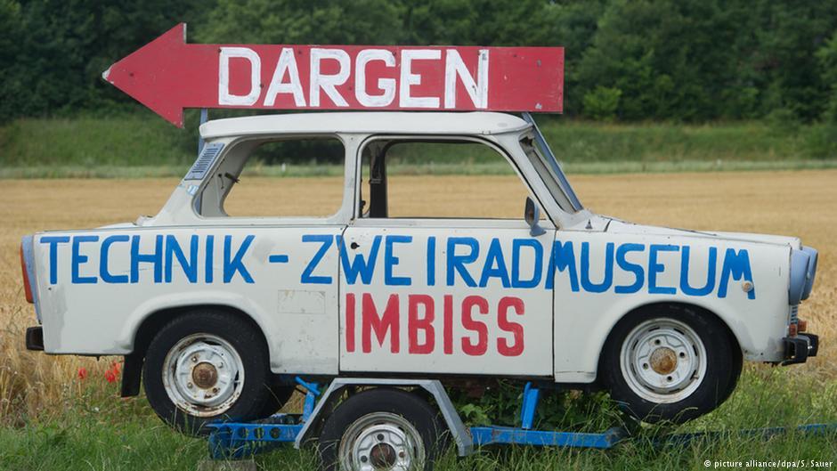 Nośnik reklamy muzeum rowerów i baru przekąskowego Fot. Źródło: dw.de