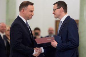 """Ogromne odprawy dla """"odchodziących"""" ministrów rządu Szydło"""