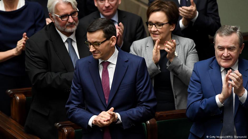 KE sięga po artykuł 7. Juncker do ostatniej chwili czekał na sygnały do rozmowy z Morawieckim. Nie doczekał się