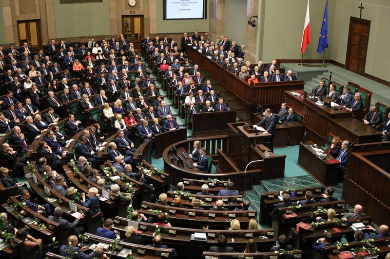 Zgromadzenie Narodowe w 150. rocznicę urodzin Marszałka Piłsudskiego. Fot. wikipedia