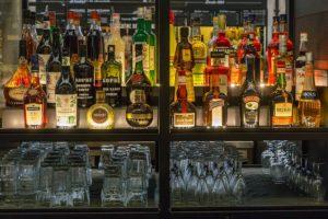 Noc bez procentów. Andrzej Duda podpisał ustawę umożliwiającą zakaz sprzedaży alkoholu po godz. 22