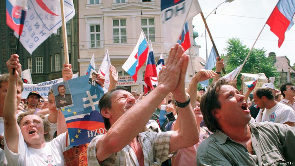 Dwie historie, dwie drogi. W 1992 roku doszło do rozpadu Czechosłowacji i Jugosławii