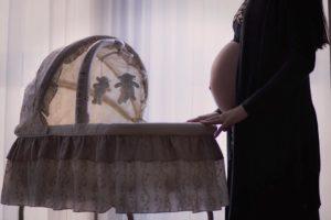 Poród naturalny a cesarskie cięcie – specyfika oraz zagrożenia