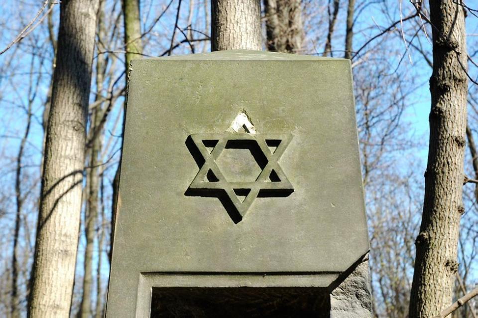 8 kwietnia 1968 r. Biuro Polityczne wydało polecenie, aby MSW i MSZ opracowały instrukcję w sprawie wyjazdu z Polski obywateli pochodzenia żydowskiego
