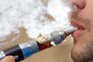 Czy e-papierosy trują? Badania naukowców nie pozostawiają złudzeń