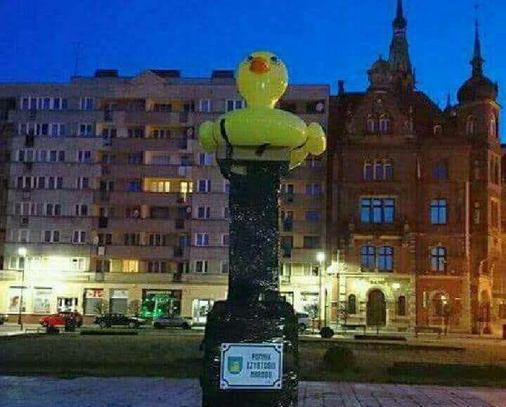 Krzysztof Skiba: Niebawem kupowanie gumowych kaczek w sklepach z zabawkami będzie monitorowane przez policję