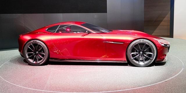 Mazda – od produkcji podłogi korkowej do produkcji aut