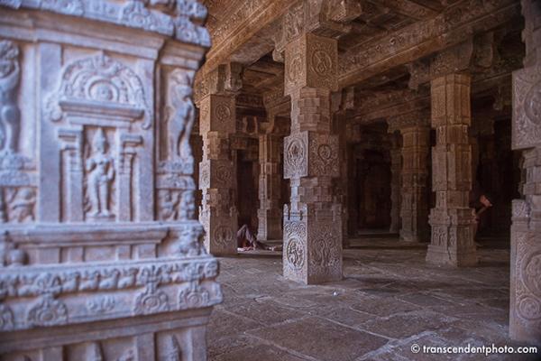 Airavateshwararm – znaleźć ukojenie kryjąc się w mandapach z bogato zdobionymi filarami
