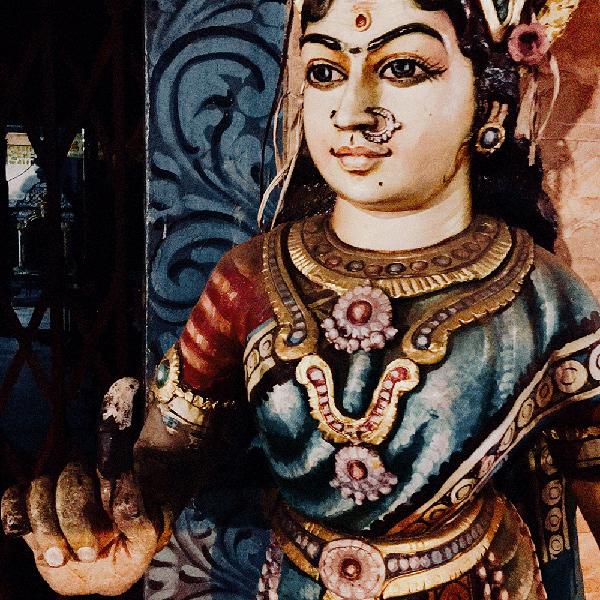 Pondicherry – w niedrogim hotelu elewacją opierającym się o zapomnianą kapliczkę