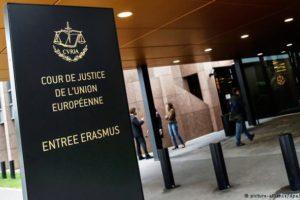 Państwo prawa w ruinie, rząd pokazuje UE środkowy palec