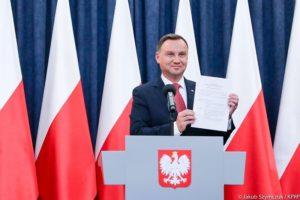 Andrzej Duda składa wniosek o referendum. W propozycji jest 10 pytań