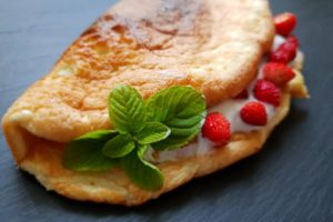 Dietetyczny omlet z owocami