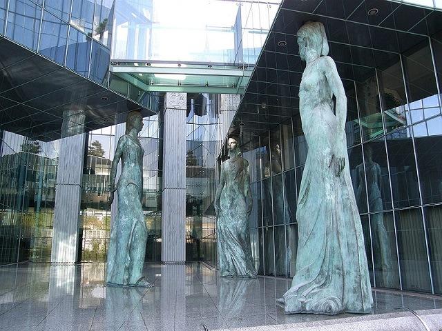 """Roman Giertych: Ustawa o sądownictwie – wersja finalna. """"Art. 3 Sędzia składa przysięgę na wierność partii rządzącej przed najbliższym pomnikiem smoleńskim"""""""