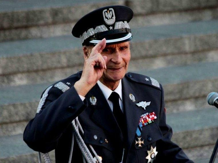 """Gen. Zbigniew Ścibor-Rylski nie żyje. """"Żyjecie w wolnej, niepodległej ojczyźnie. Nie wiecie, co to jest przelewać krew za wolność"""""""