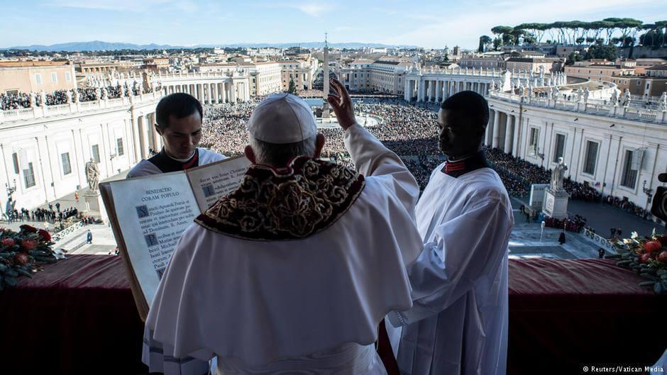 Głównym przesłaniem papieskiego orędzia na święta Bożego Narodzenia były stosunki międzyludzkie, globalne kryzysy i wojny.