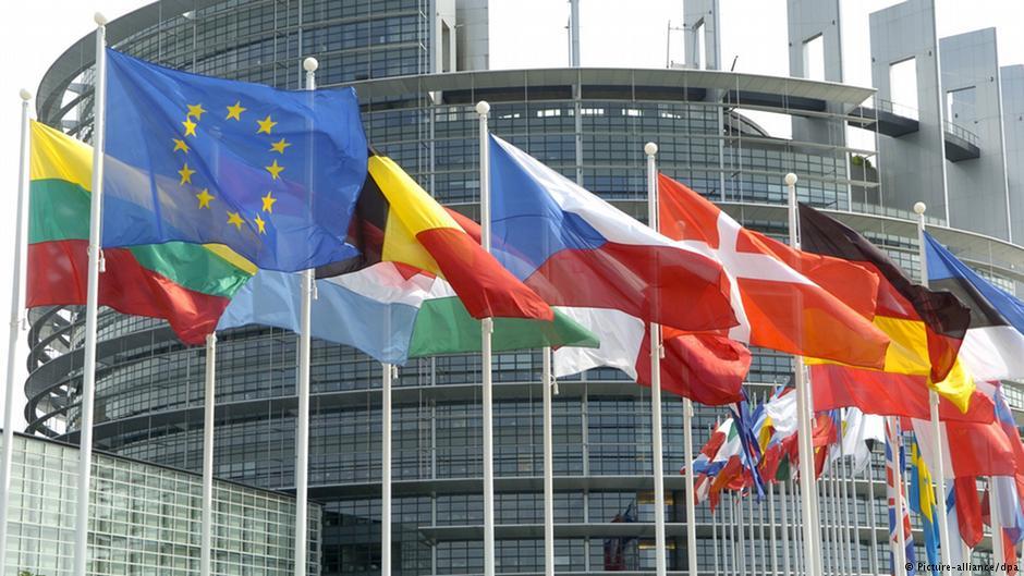 Bruksela krytykowana za opieszałość wobec Polski