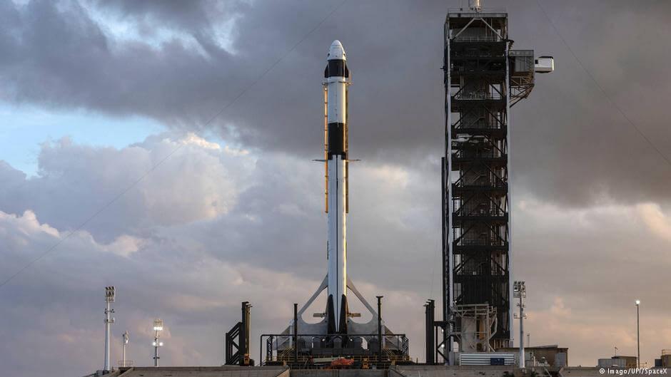 Kapsuła Crew Dragon zostanie wyniesiona w Kosmos przy użyciu rakiety nośnej Falcon-9
