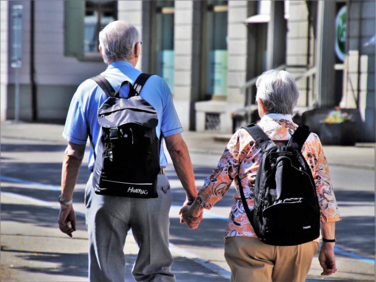 Średnio 64,2 lata dla kobiet i 63,5 lat dla mężczyzn – tyle wynosiła średnia oczekiwana długość życia w zdrowiu w Unii Europejskiej w 2016 r