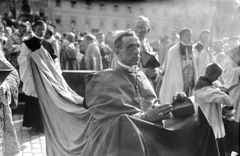 """Dlaczego Pius XII milczał ws. Holocaustu? """"Bał się jeszcze większych prześladowań"""""""