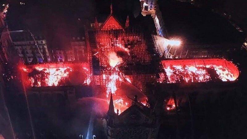 Katedr Notre Dame w płomieniach