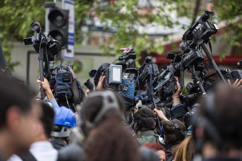 Raport Reporterów bez Granic. Polska spada w rankingu niezależności dziennikarzy