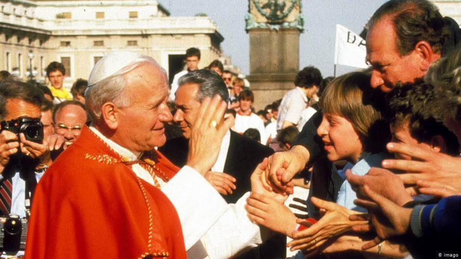 Od czasu upadku komunizmu religijność spada i nawet kult Jana Pawła II tego nie powstrzyma