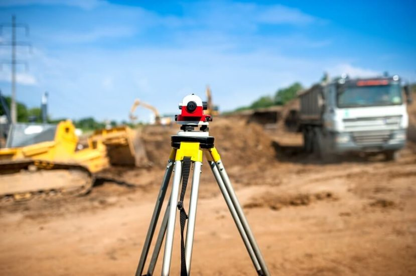 usługi geodezyjne nie należą do najtańszych. Jednak przy budowie domu, wznawianiu punktów granicznych czy wytyczaniu drogi bardziej niż  cena liczy się profesjonalizm