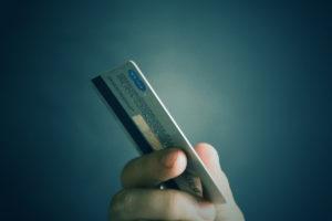 5 gramów mikroplastiku – tyle ile waży karta kredytowa, wchłania tygodniowo organizm każdego z nas!