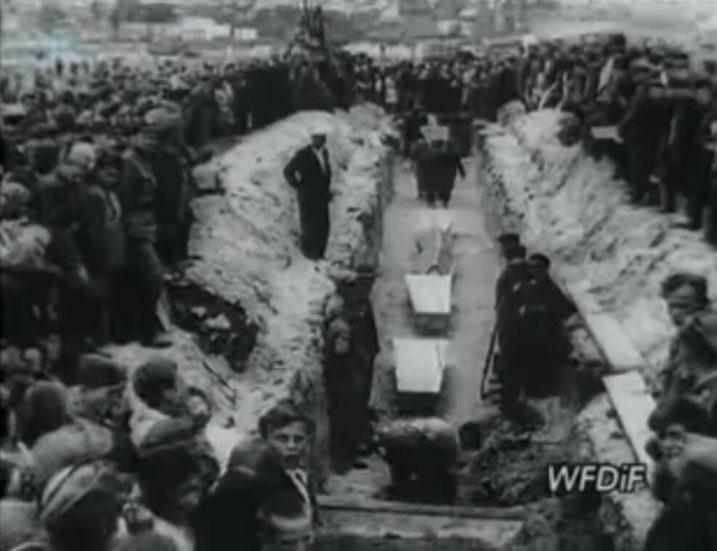 Bezpośrednią przyczyną pogromu w Kielcach była plotka o uwięzieniu przez Żydów w piwnicy budynku przy ul. Planty 7 ośmioletniego chłopca – Henia Błaszczyka, w celu dokonania na nim mordu rytualnego.