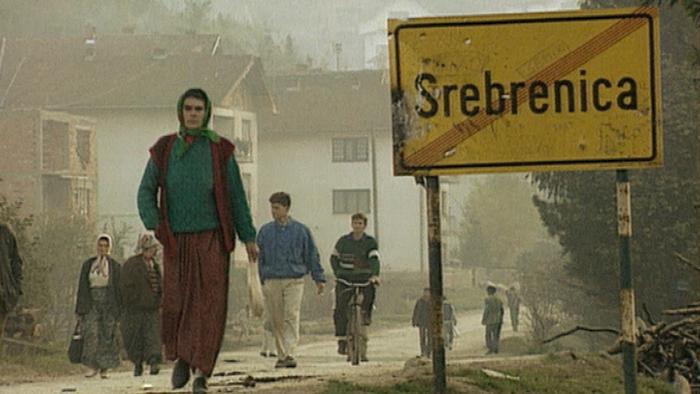 Pomiędzy 12 a 16 lipca 1995 w Srebrenicy dochodzi do największa po II wojnie światowej masakry ludności w Europie.
