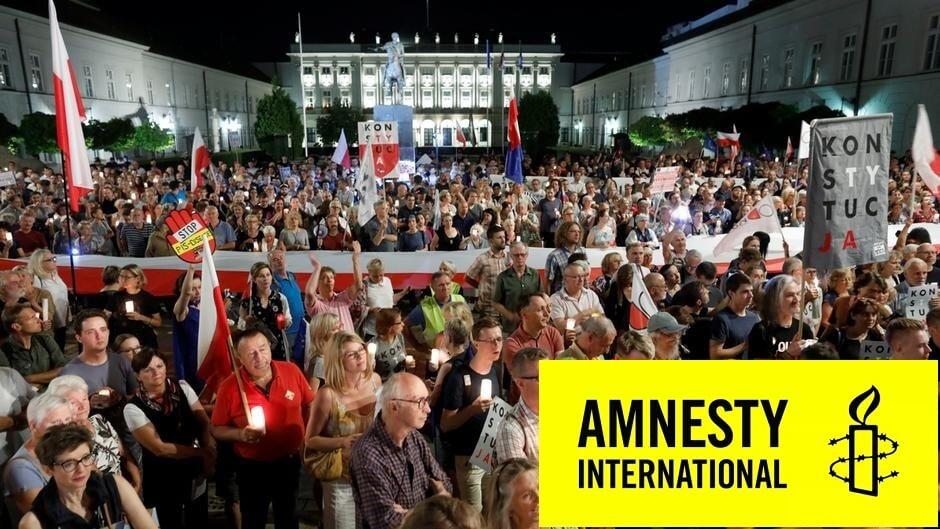 """Sędziowie w Polsce działający na rzecz obrony niezależności polskiego sądownictwa przed naciskami ze strony rządu są szykanowani w internecie i miejscu pracy - podkreśla Amnesty International w najnowszym raporcie """"Wolne sądy, wolni ludzie"""""""