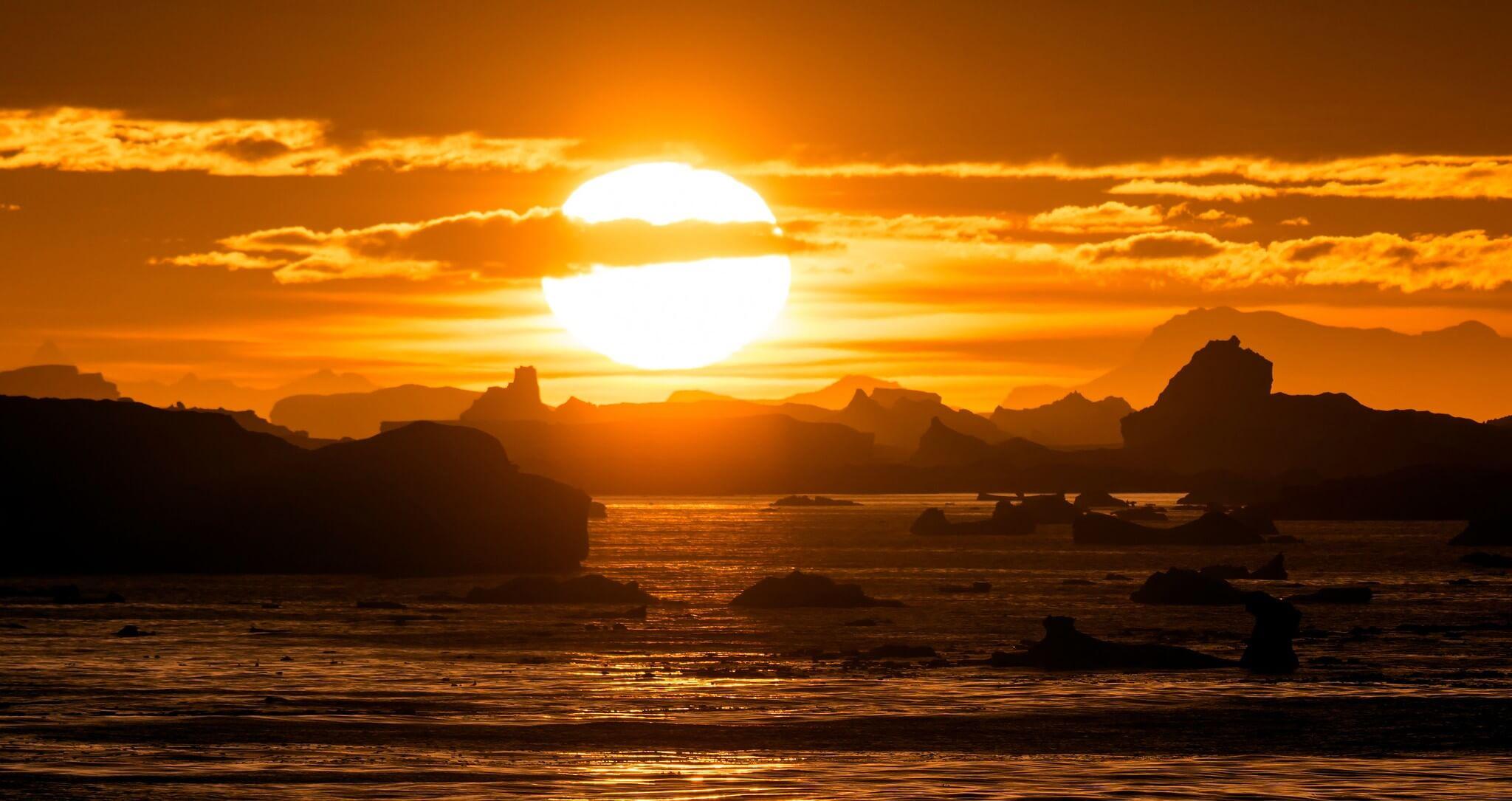 Ocieplenie klimatu. Zachód słońca na Lemaire Channel