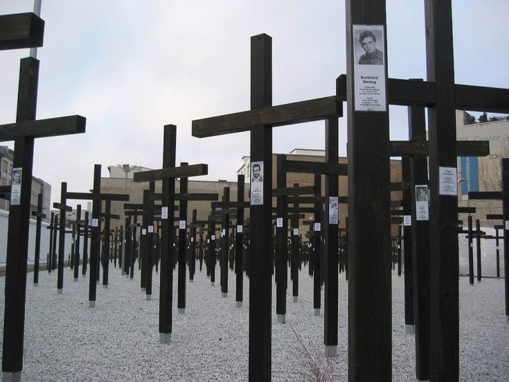 Pomnik pamięci ofiar zabityh przy murze berlińskim