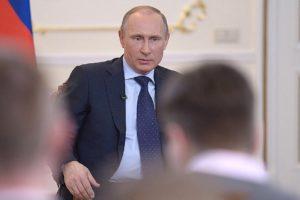 Polsko-rosyjska wojna na słowa. Putin, jak PiS, czerpie korzyści na wzbudzaniu nacjonalistycznych nastrojów