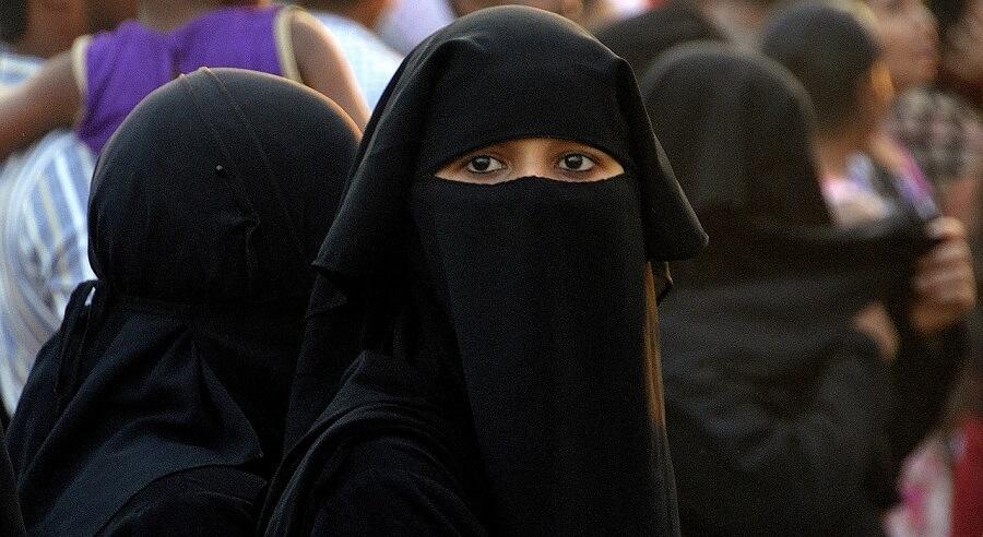 Holandia. Zakaz noszenia burki wchodzi w życie