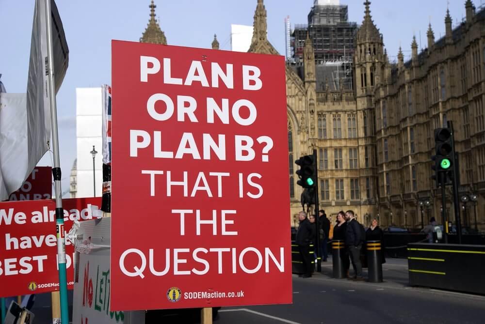 Brexit doprowadził do tak mocnych podziałów społecznych w UK oraz tak skomplikował życie polityczne, że rządzący przestają stosować się do zasad