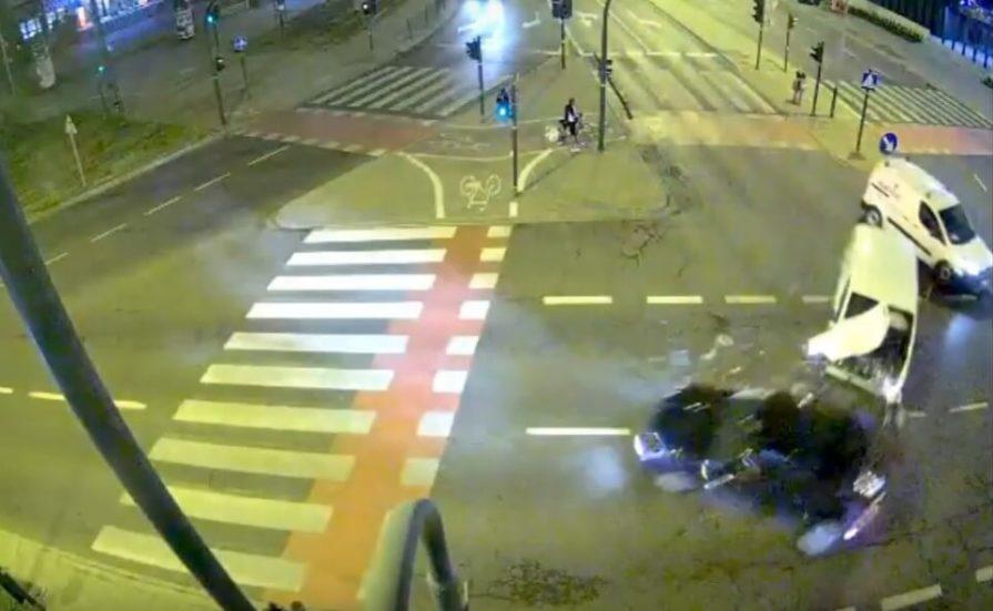 W środę 28 sierpnia około godziny 22.00 na skrzyżowaniu ulic Zielińskiego, Kapelanka, Monte Cassino w Krakowie doszło do tragicznego zderzenia dwóch samochodów