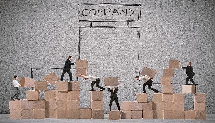Przekształcanie spółki to skomplikowany proces, który jednak pozwala osiągnąć określone korzyści. Jest dla przedsiębiorców sposobem na rozbudowę