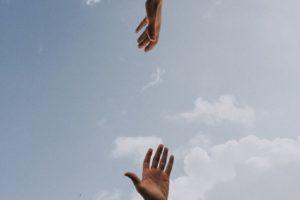 Terapia uzależnień – jak pomóc sobie lub bliskiej osobie?