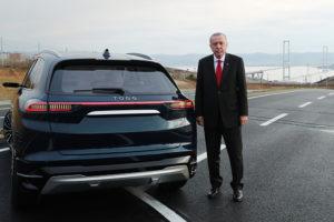 Erdogan zaprezentował dwa prototypy tureckich samochodów elektrycznych