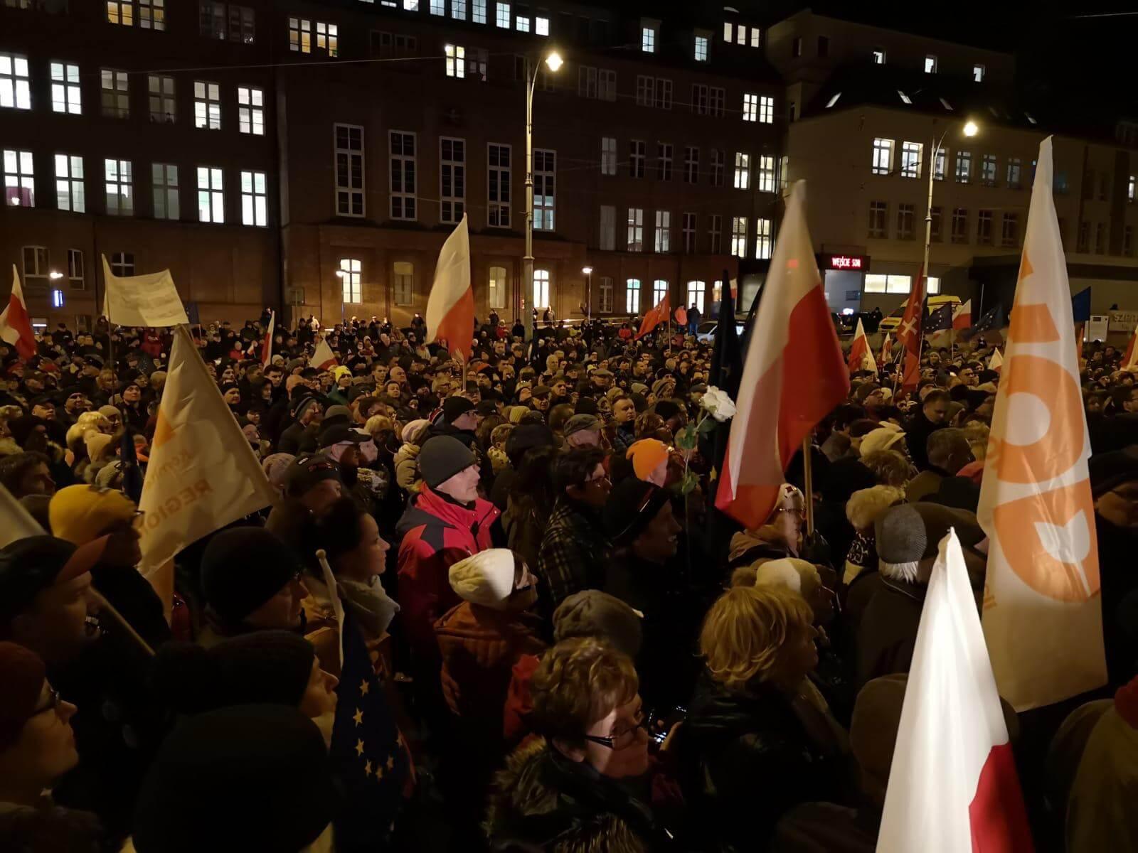 Manuela Gretkowska: Demokracja nie jest za darmo