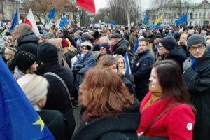 Warszawa, protestujemy z prawnikami. To nie jest marsz tysiąca, ale tysięcy róg.